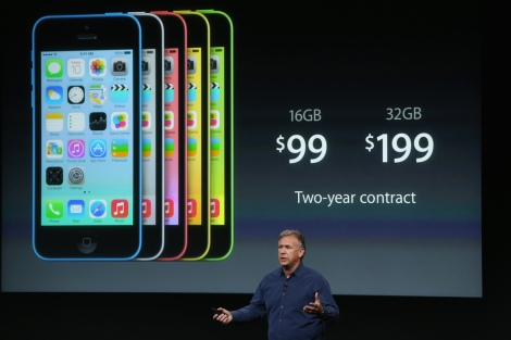 Worldwide Marketing Senior Vice President Phil Schiller stands in front of iPhone 5Cs at the recent Apple unveiling event; Photo: CC BY-SA Globovisión